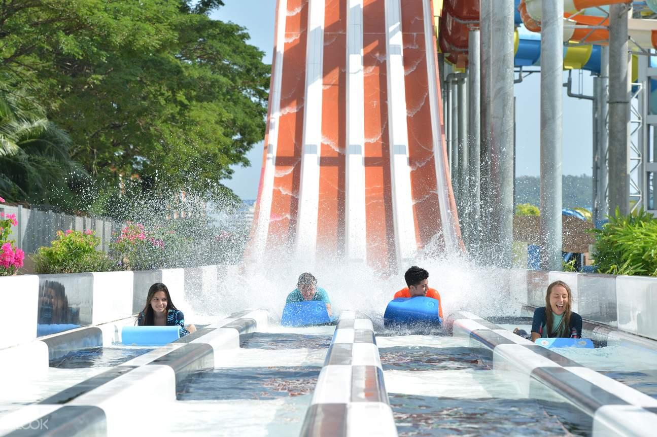 đường trượt Ragin' Racer ở Công viên Splash Out Langkawi