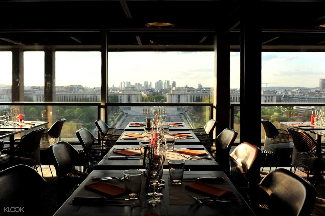 埃菲尔铁塔晚餐