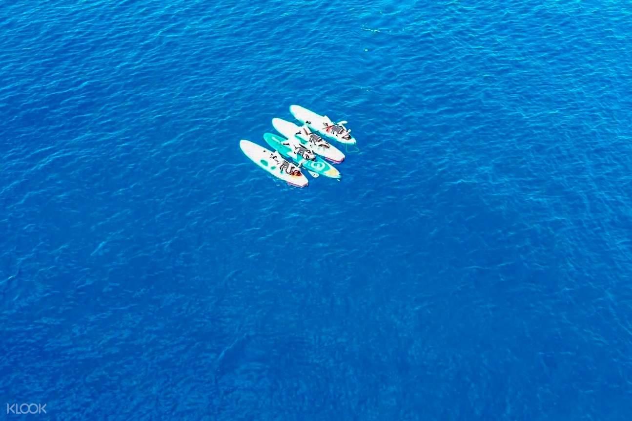 清澈深藍的海水顏色也是台東蘭嶼海域獨有的美景