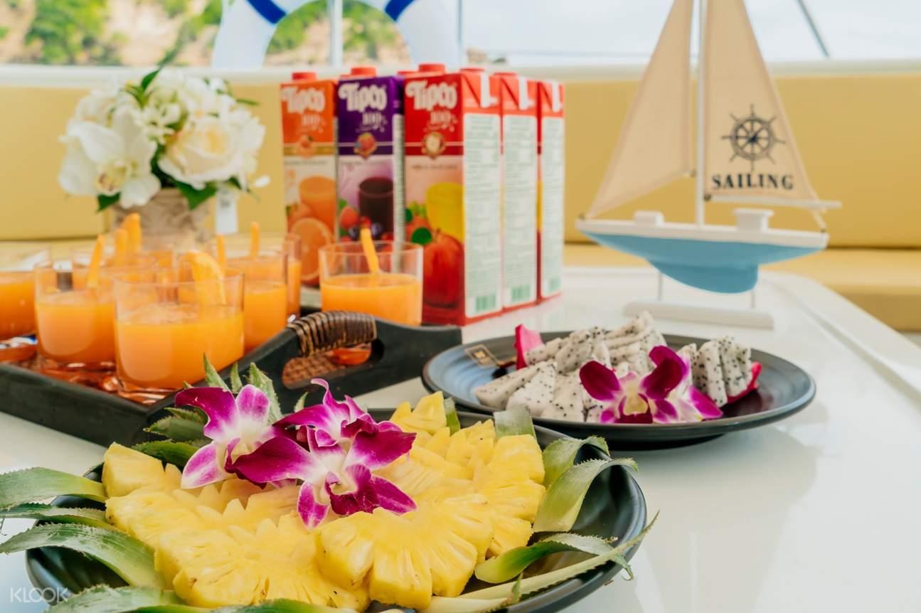 Feast on the seasonal fruits that served on the catamaran