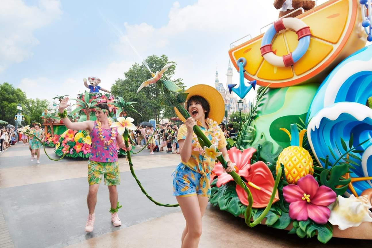 shanghai disneyland parade