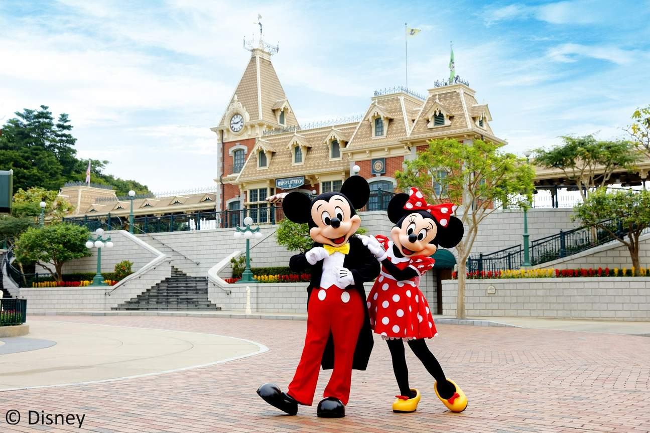 mickey mouse and minnie mouse in hong kong disneyland