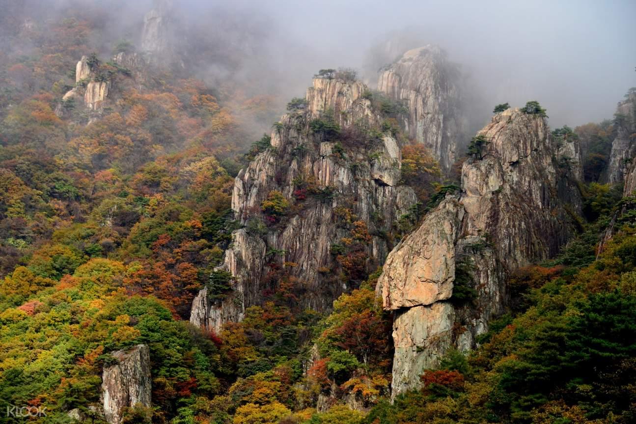 daedun mountain with misty peaks