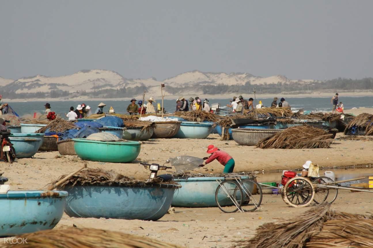 women at mui ne fishing village