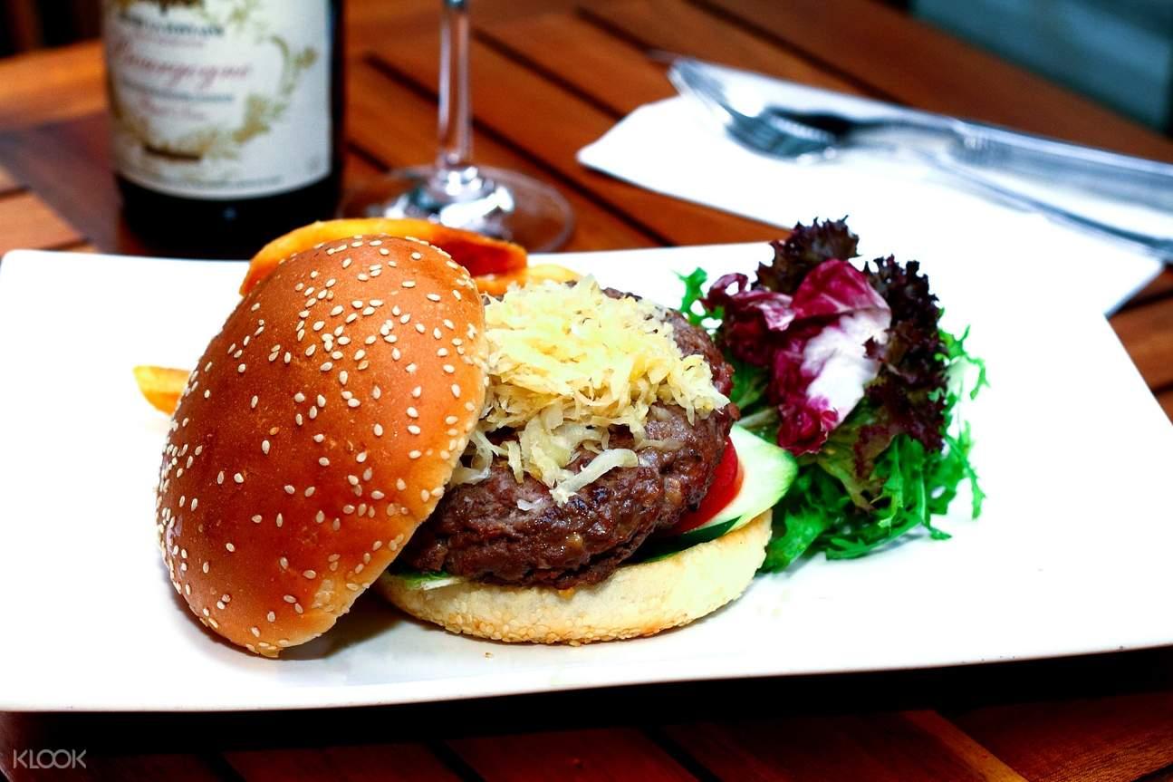 旺角酒吧The Trafalgar 經典漢堡