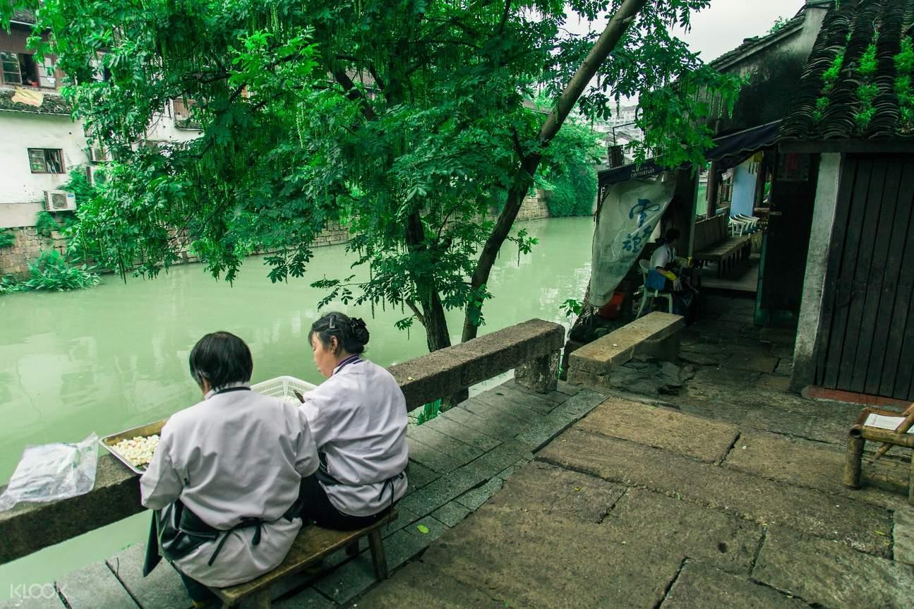 Old Hangzhou Canal Life