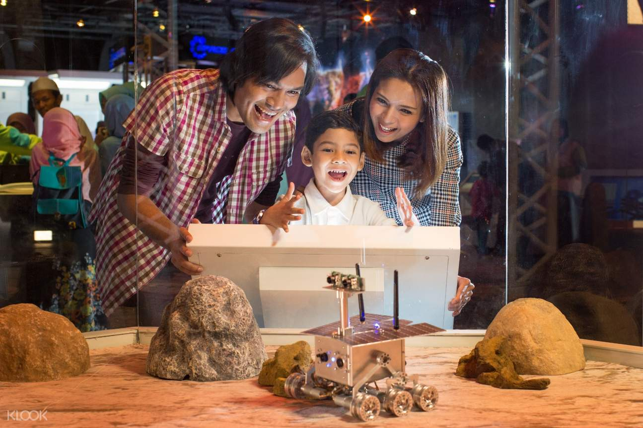 family in petrosains the discovery centre