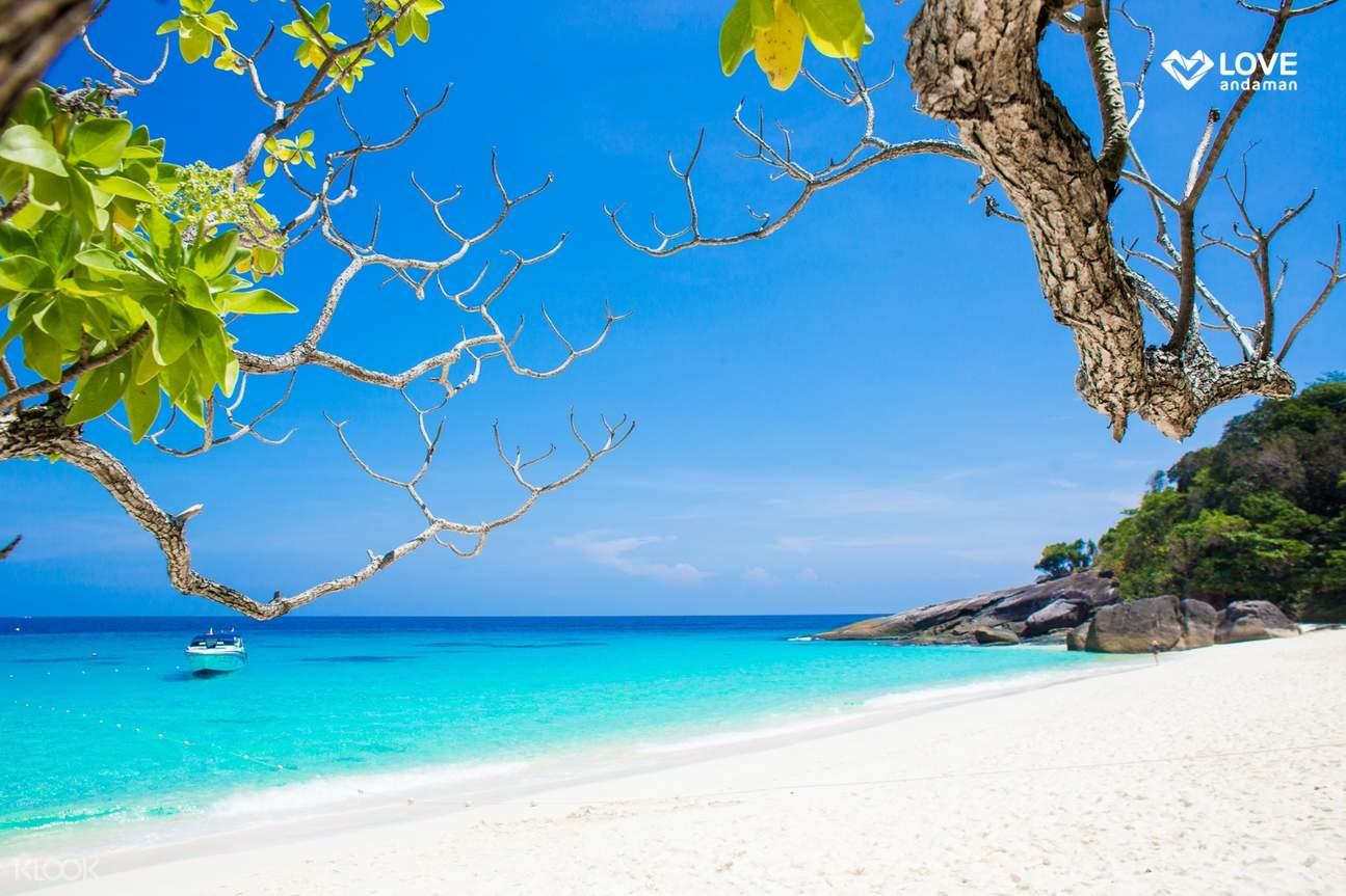 white beach at siliman islands