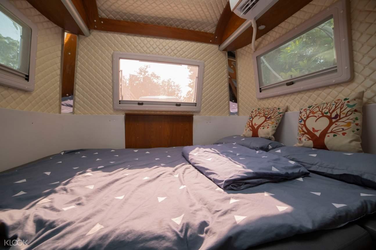 露營車內部