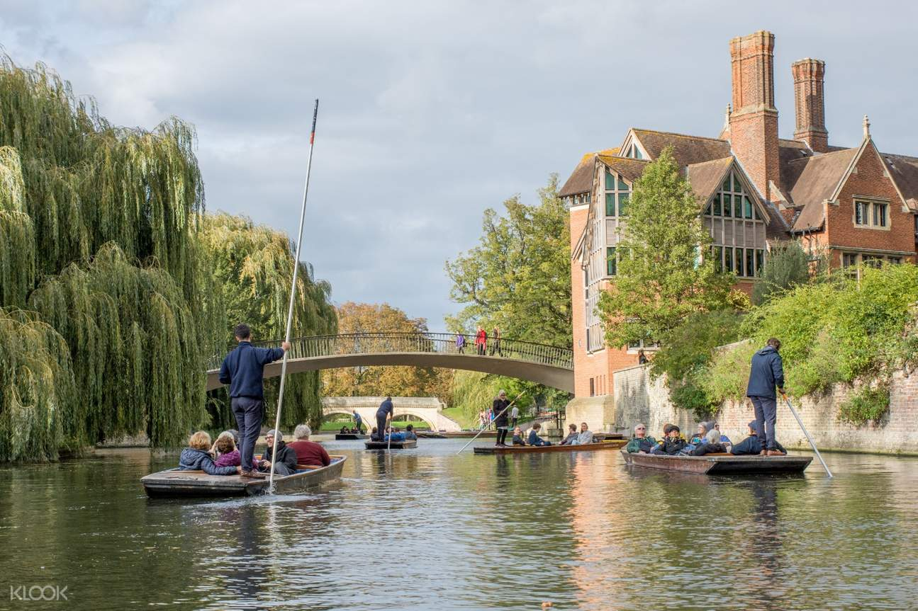 tour group in punting in cambridge