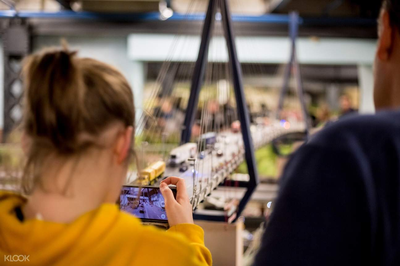 girl taking picture of models in miniatur wunderland