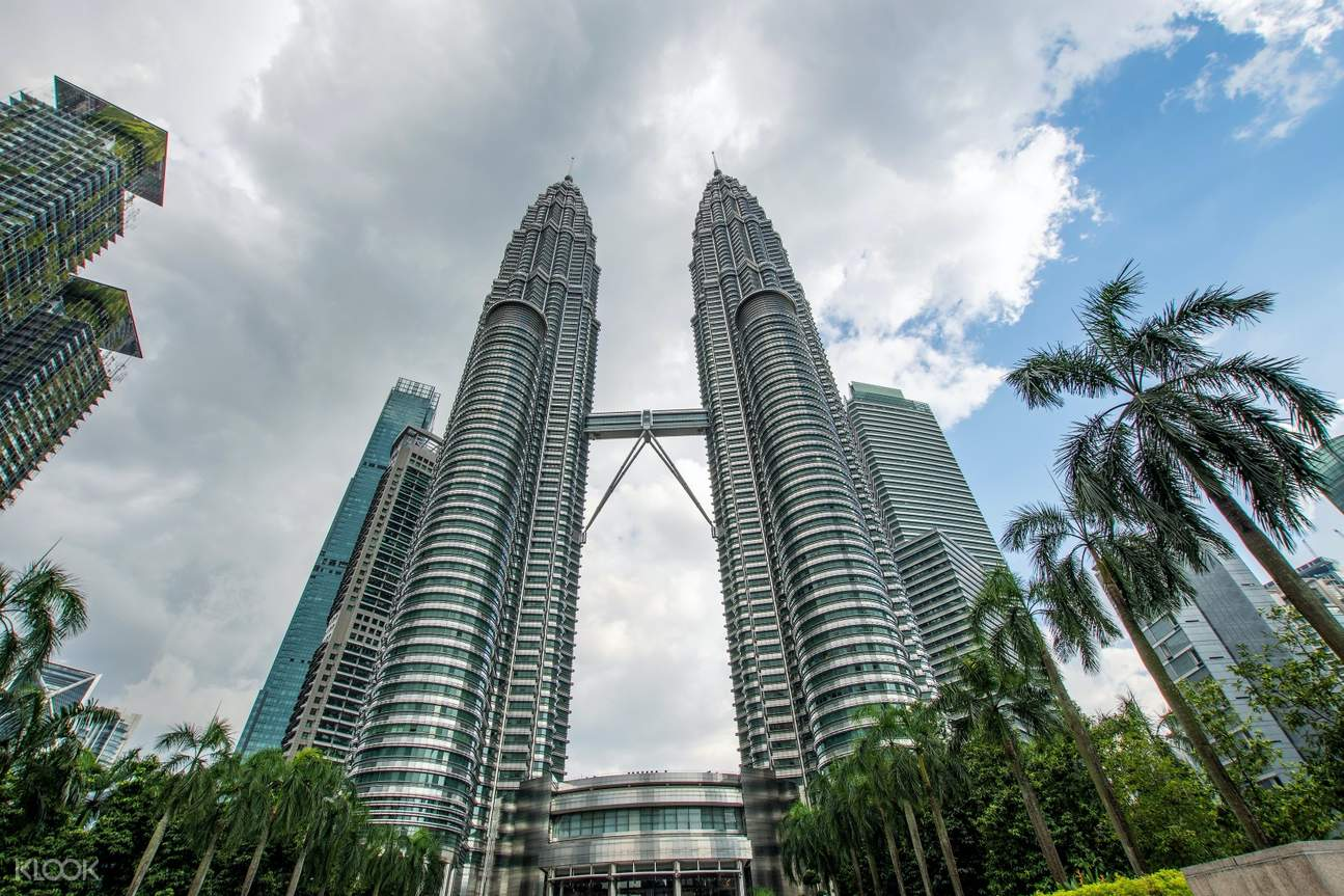 petronas twin towers in kuala lumpur