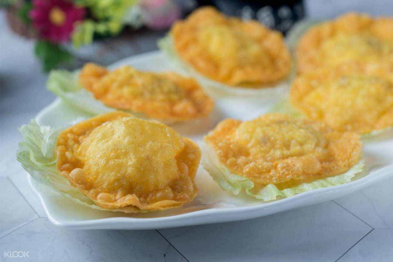 Deep-fried Crispy Crab Puffs