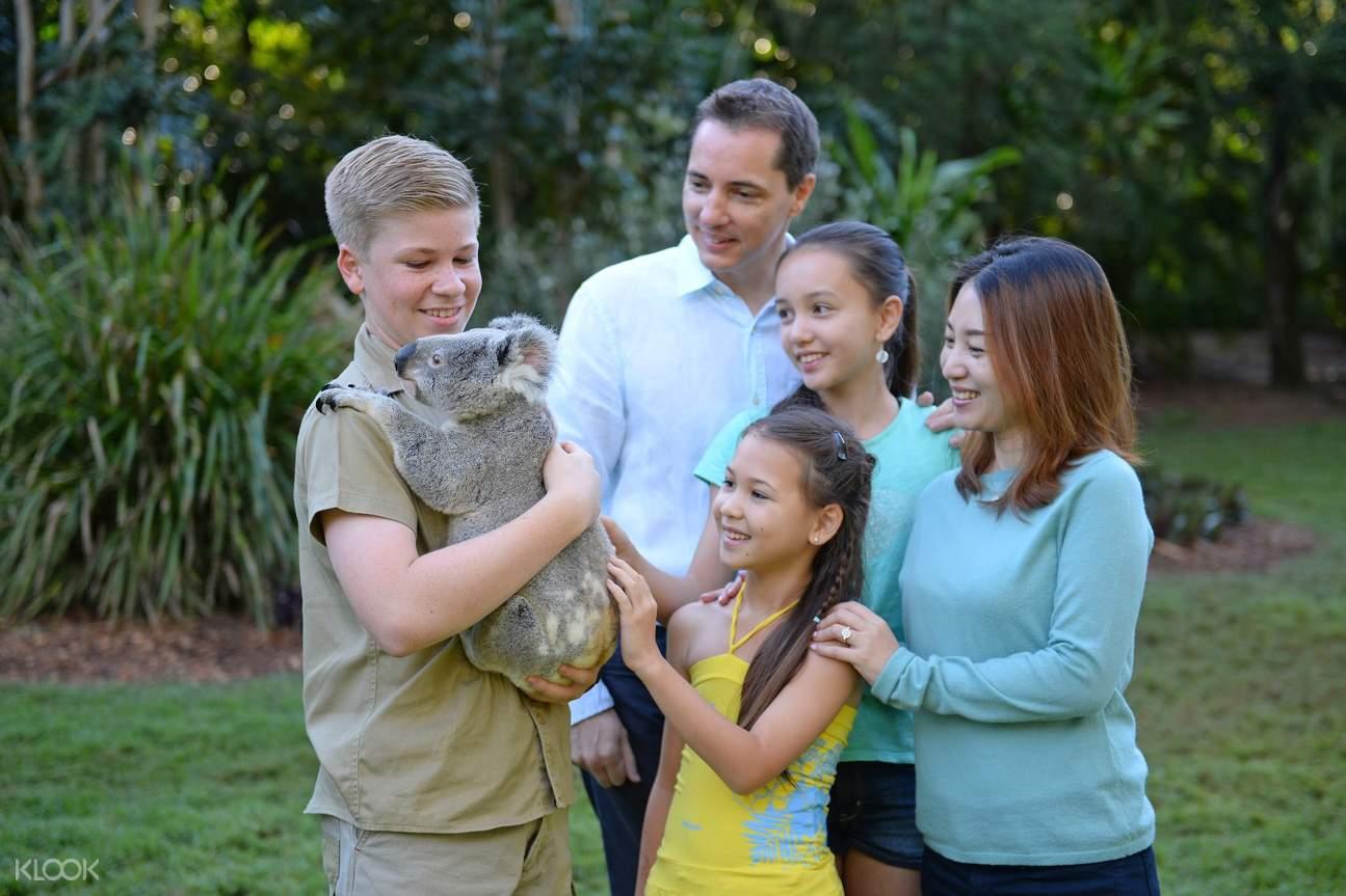 Robert Irwin Koala Australia Zoo