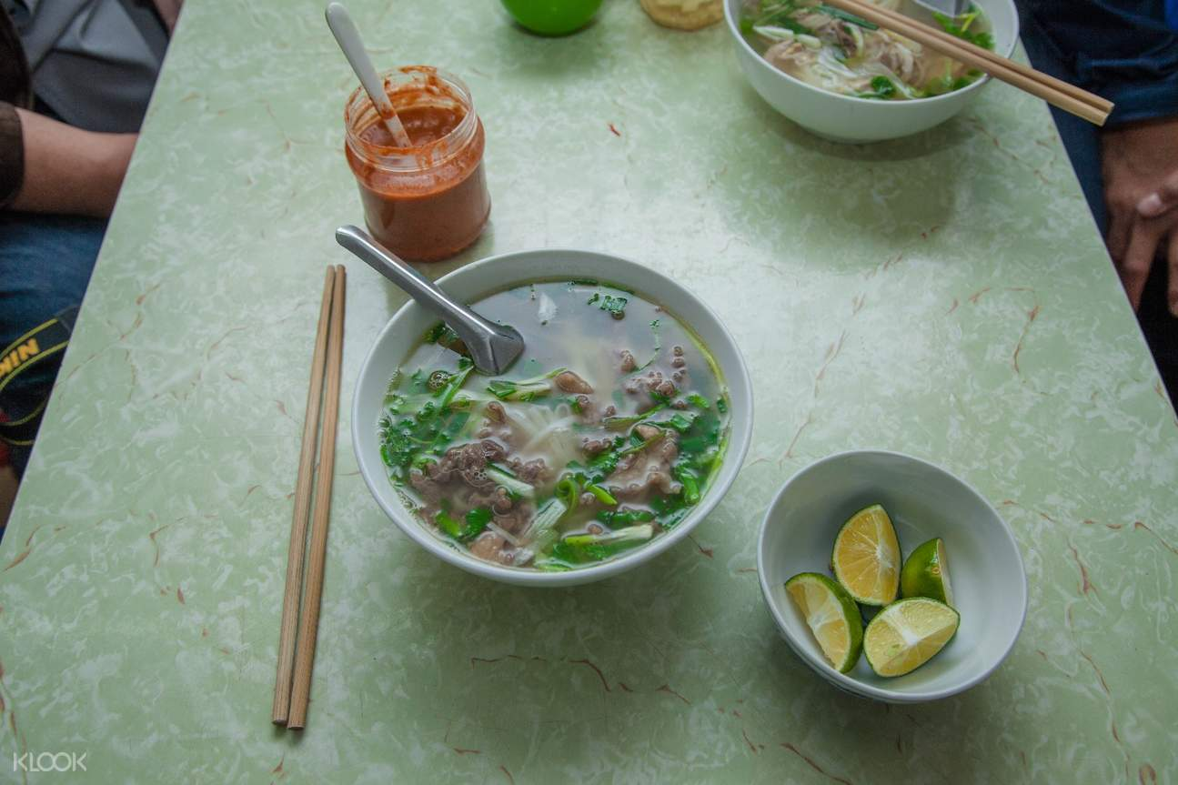 越南 河內街頭美食徒步之旅 & 水上木偶戲 牛肉粉面湯