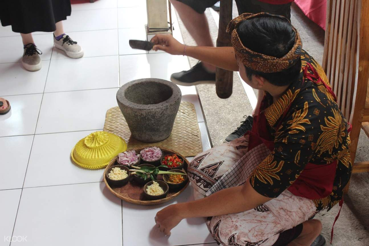 Balinese chef showing off various ingredients