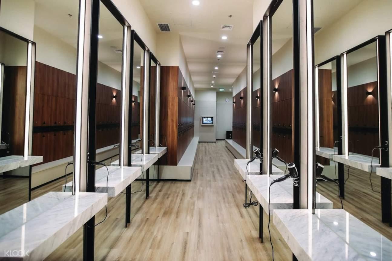 kamar ganti di Paradigm Fitness Jakarta