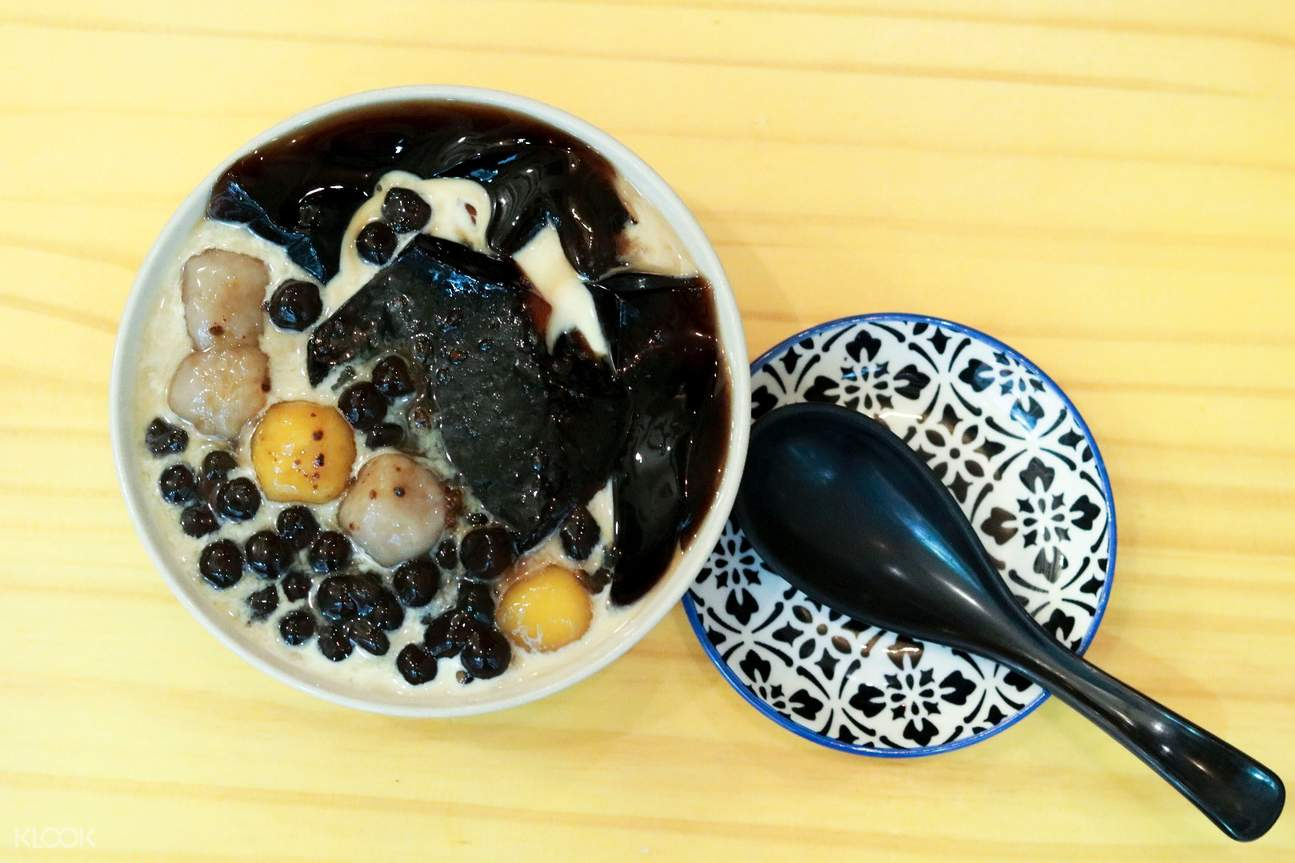Taro balls and pearls with herbal jelly at Southern Taiwan Comfort in Sheung Wan and Kennedy Town