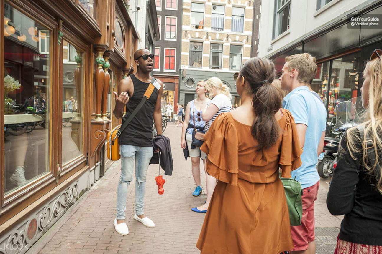 tour group in amsterdam