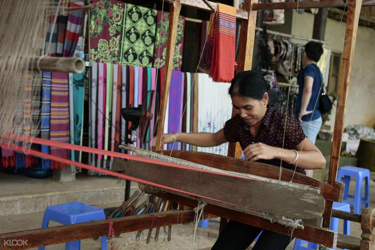 Minority Woman Weaving Mai Chau and Na Phon Village Day Tour by Bus from Hanoi
