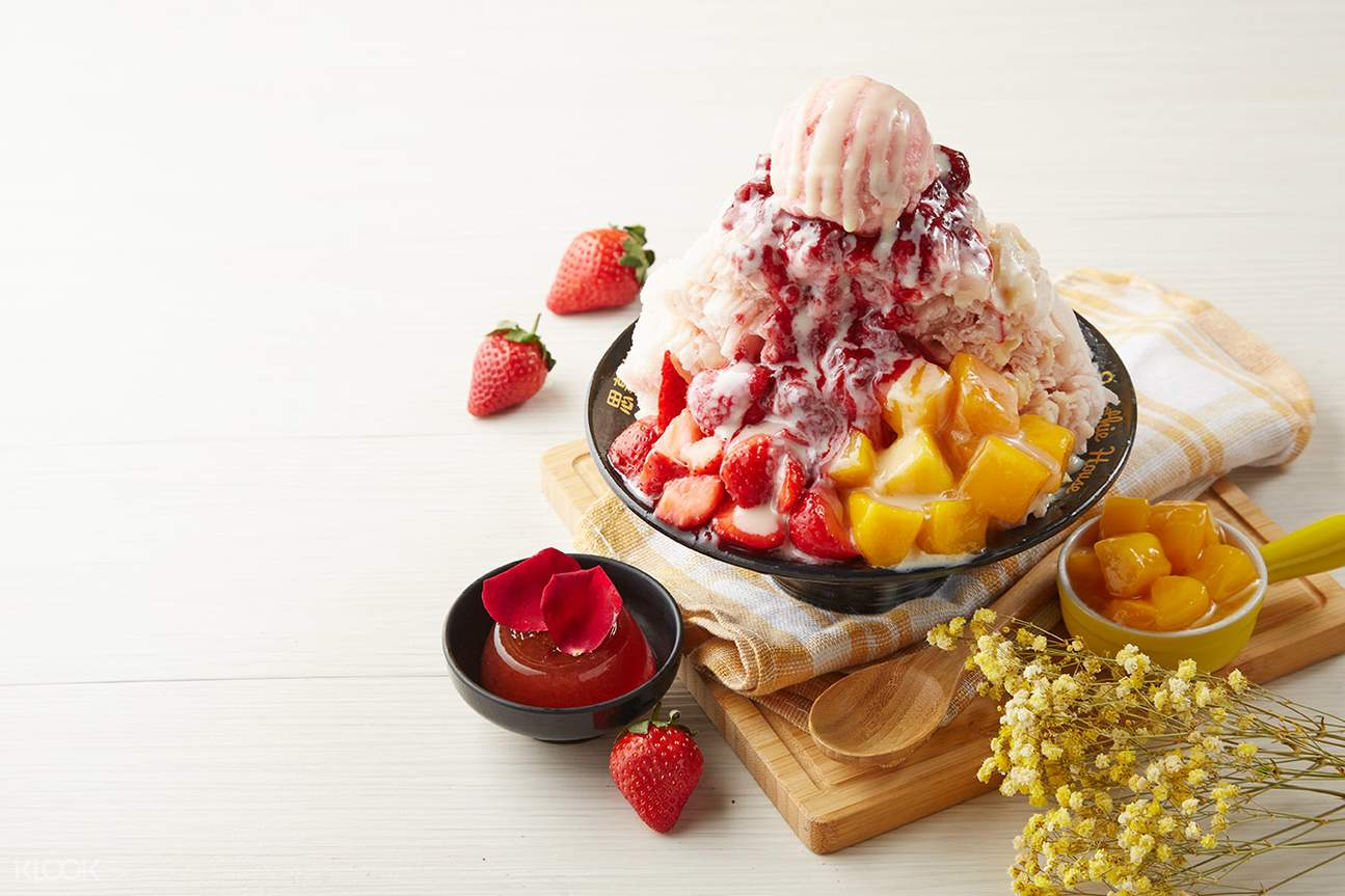 Strawberry with lychee snowflake ice