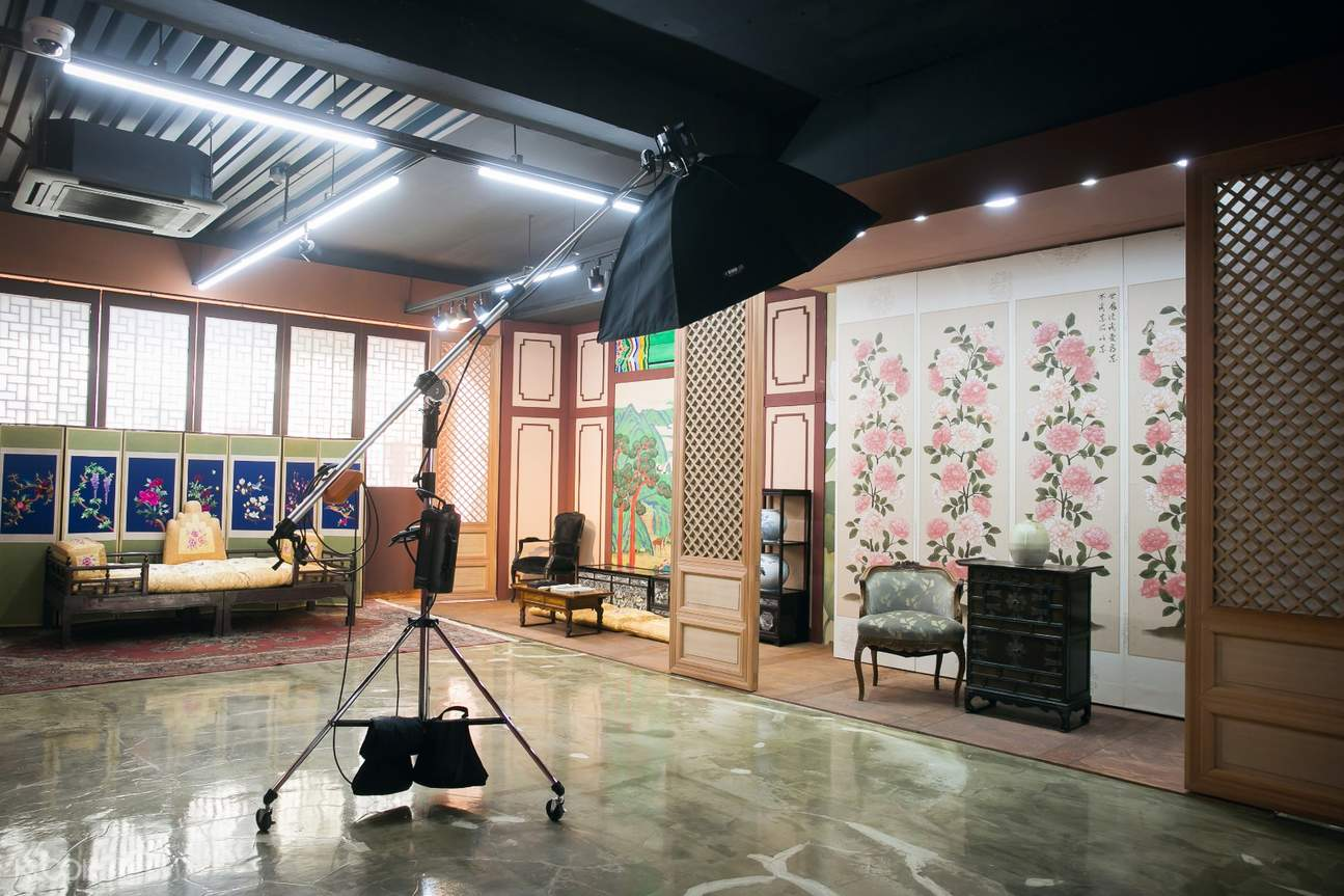 photo studio with korean theme