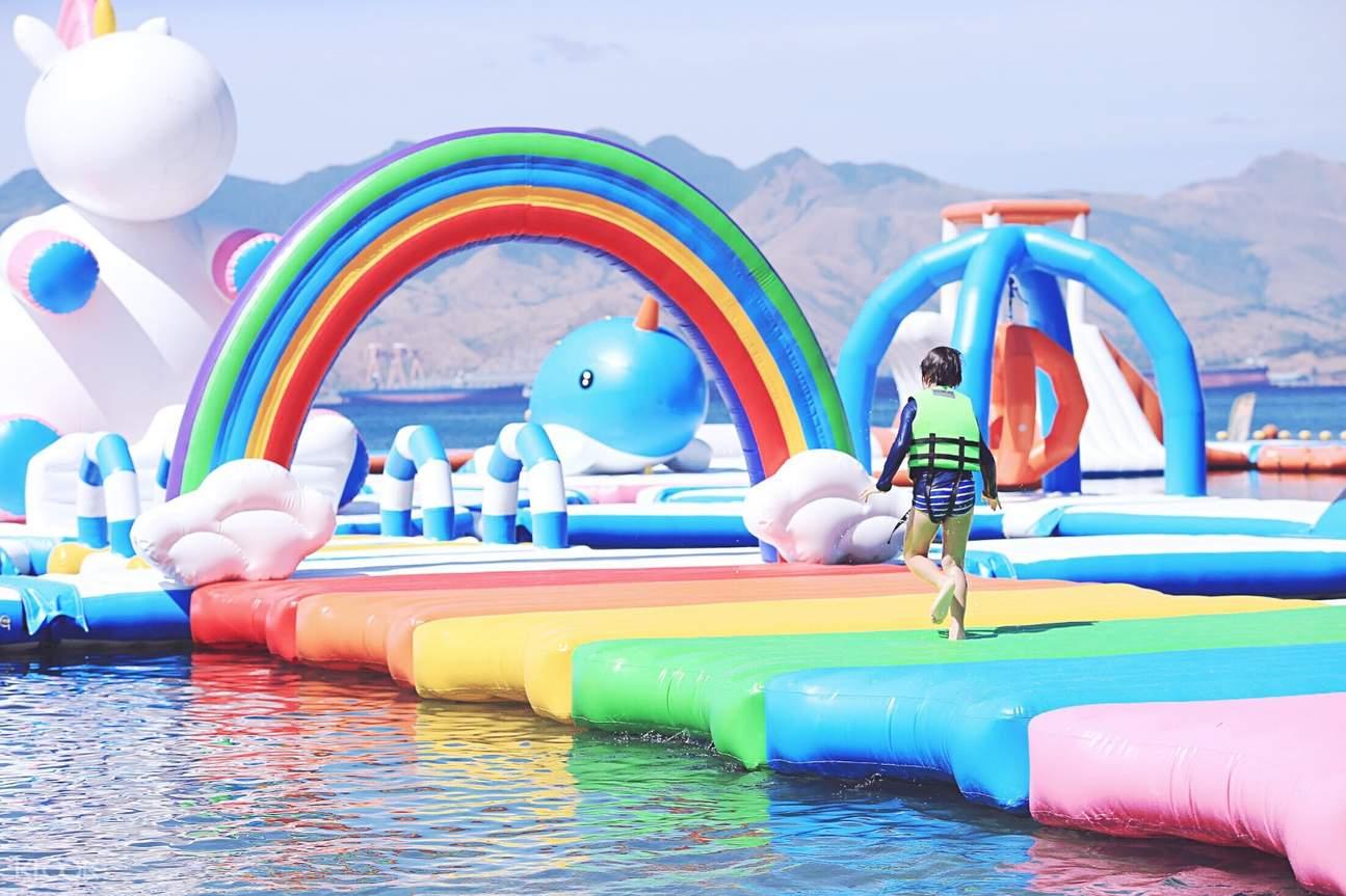 菲律賓Inflatable Island水上游樂場