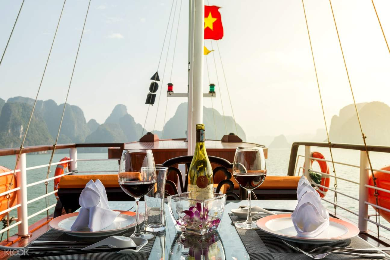 romantic dining on the cruise sundeck