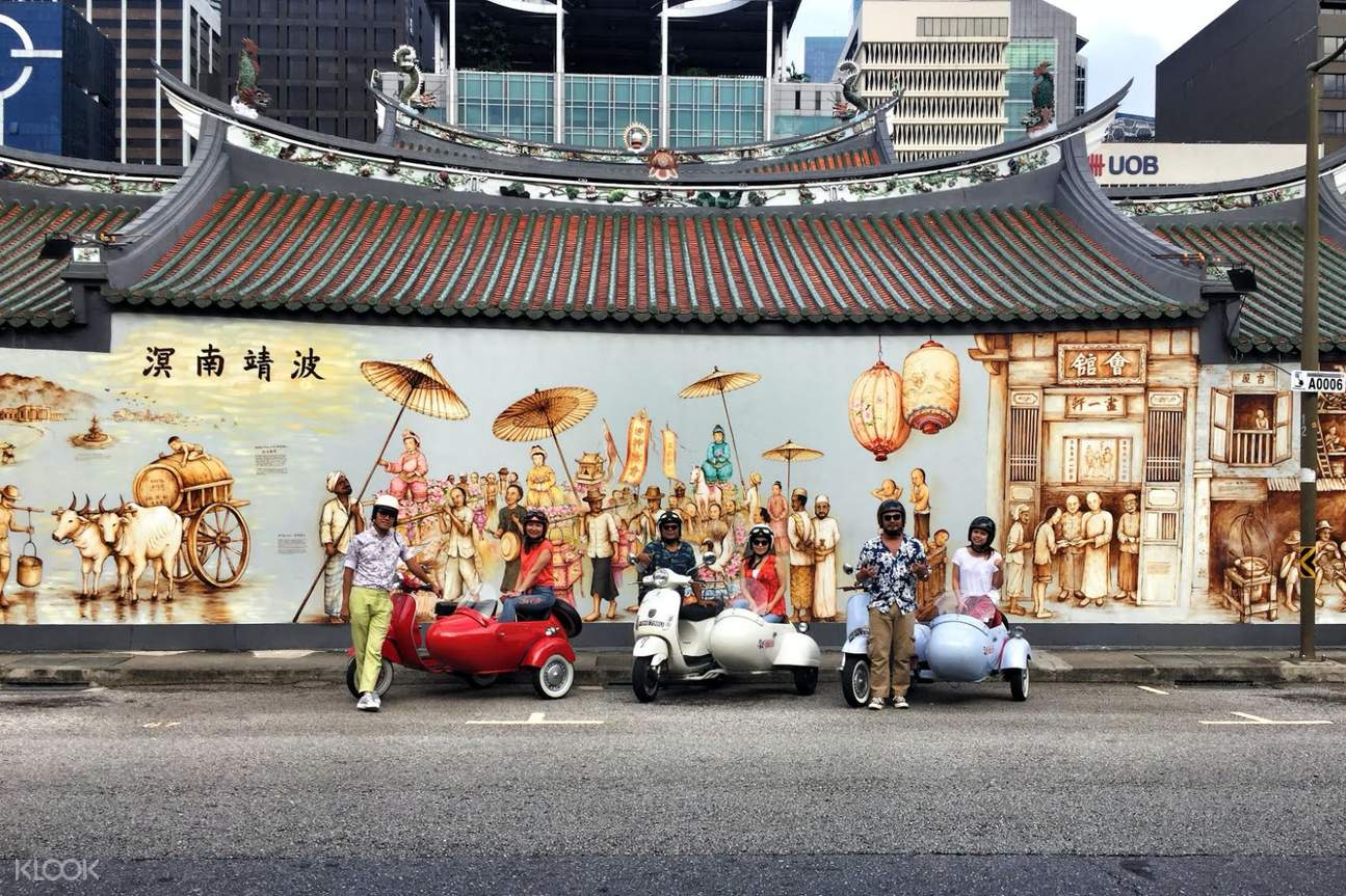 group of vespa touring in singapore