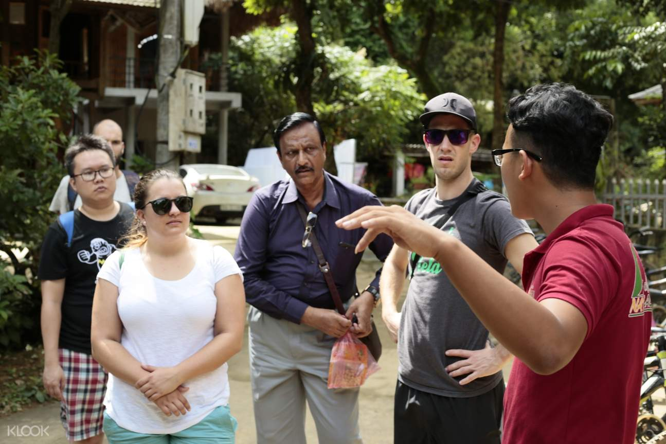 English Speaking Guide Mai Chau and Na Phon Village Day Tour by Bus from Hanoi
