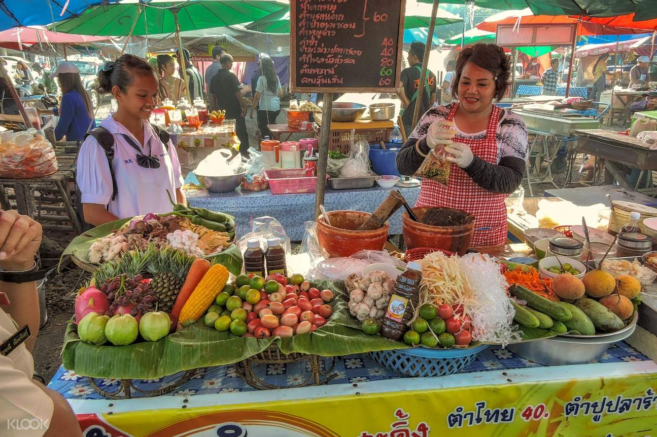 thai vendors selling fresh fruits