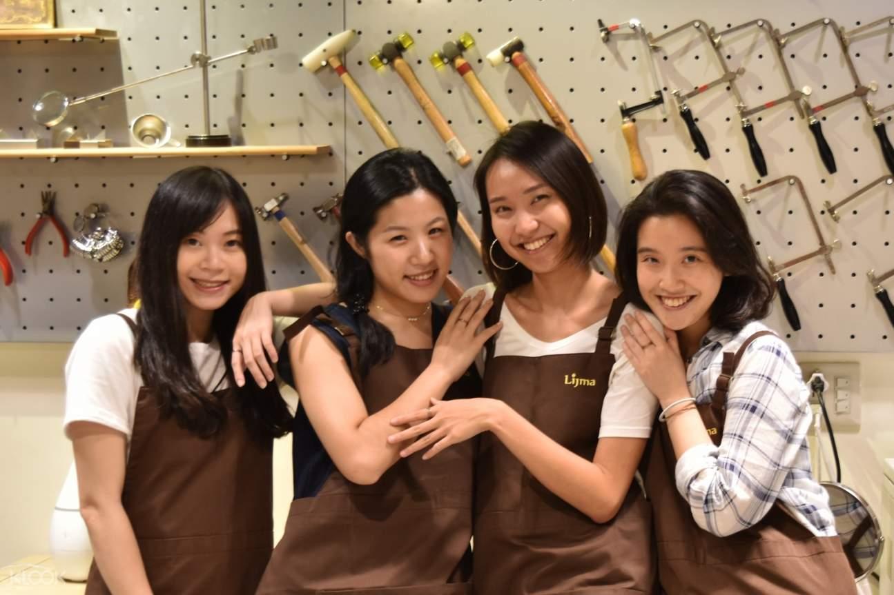 光在金工以深厚的技術底蘊推動台灣金工教學,快與親友一同打造獨一無二的金工作品吧!