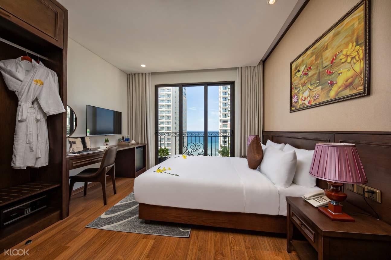 Check in khách sạn Golden Lotus (hình ảnh mang tính chất tham khảo)