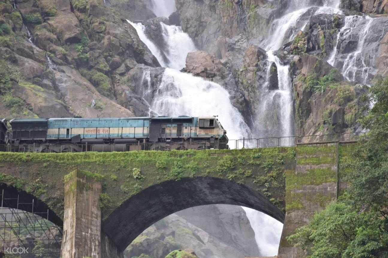 train along dudhsagar waterfalls