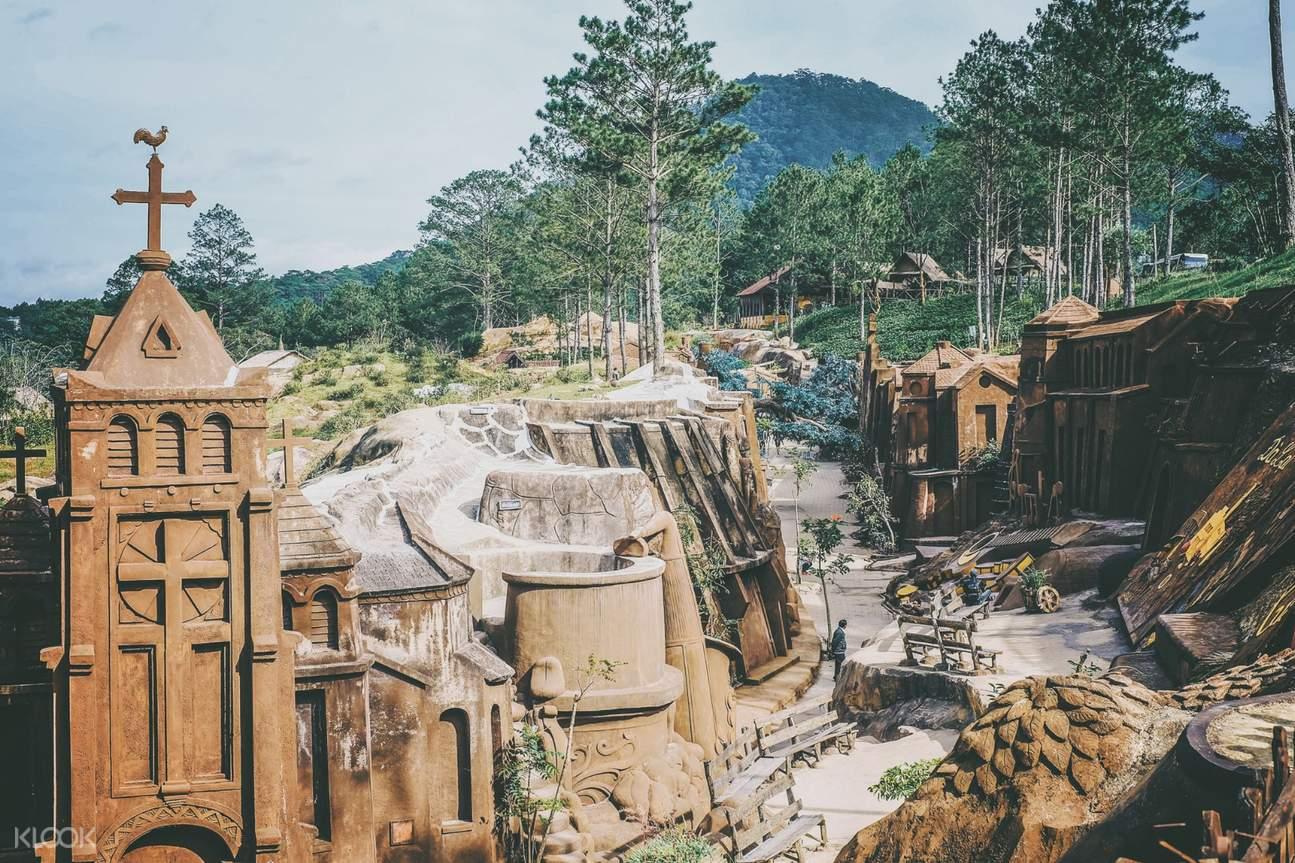 clay sculpture tunnel da lat
