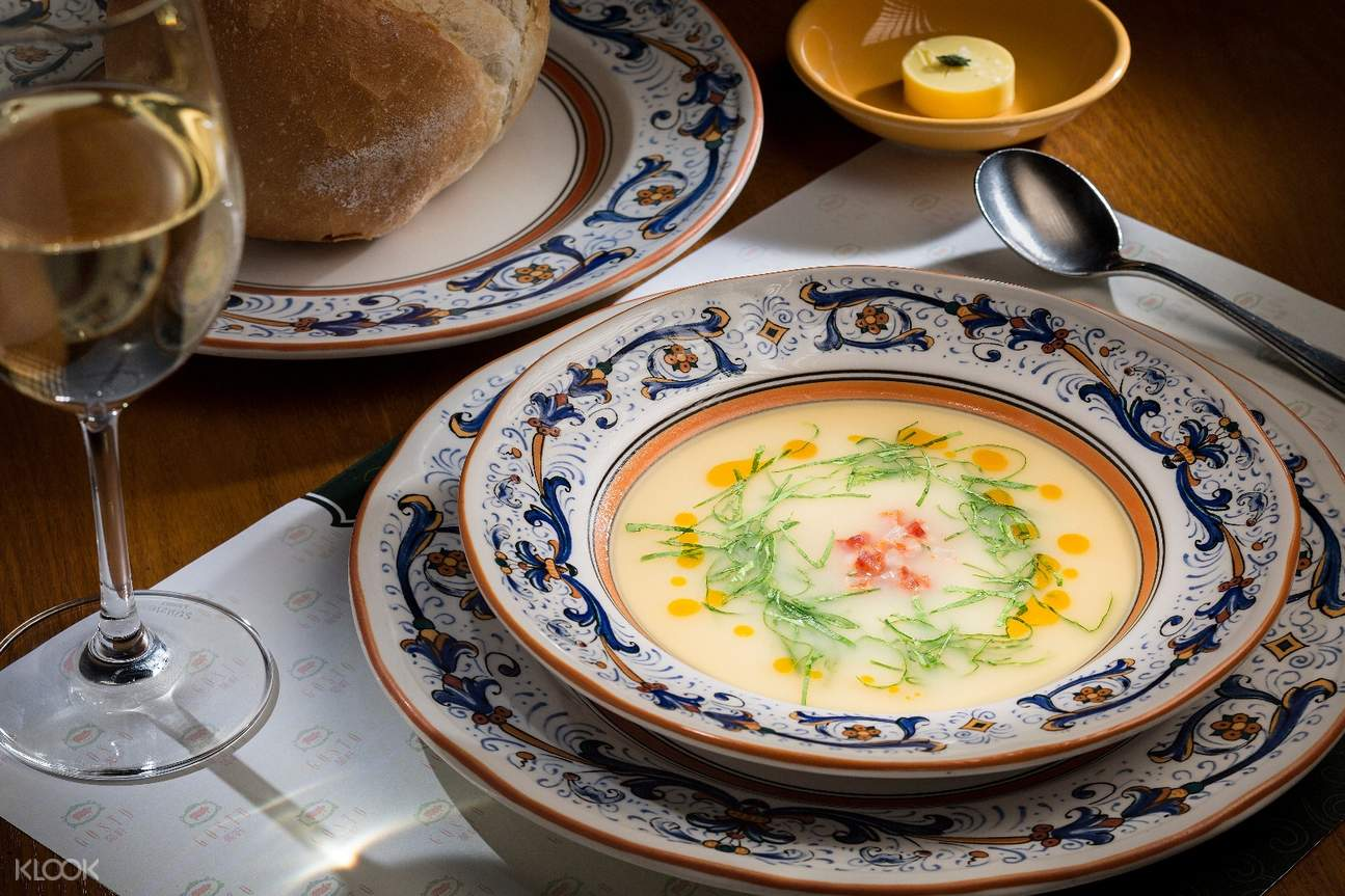 Traditional Potato Soup with Green Cabbage, Chourico Oil gosto