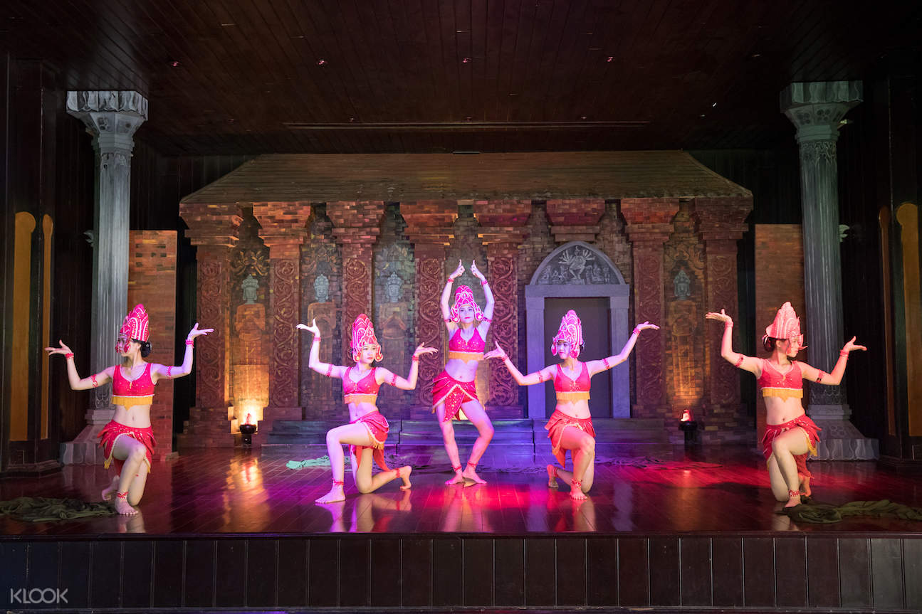 Cham's Traditional Apsara Dancing show