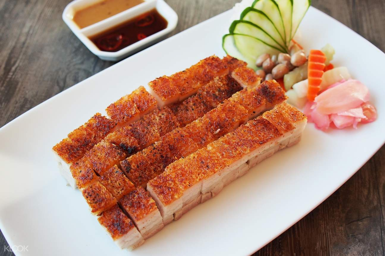 hk crispy pork stella palace restaurant baiyoke sky hotel bangkok