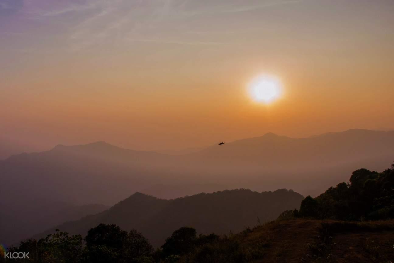 Kabbe山脉观赏日落