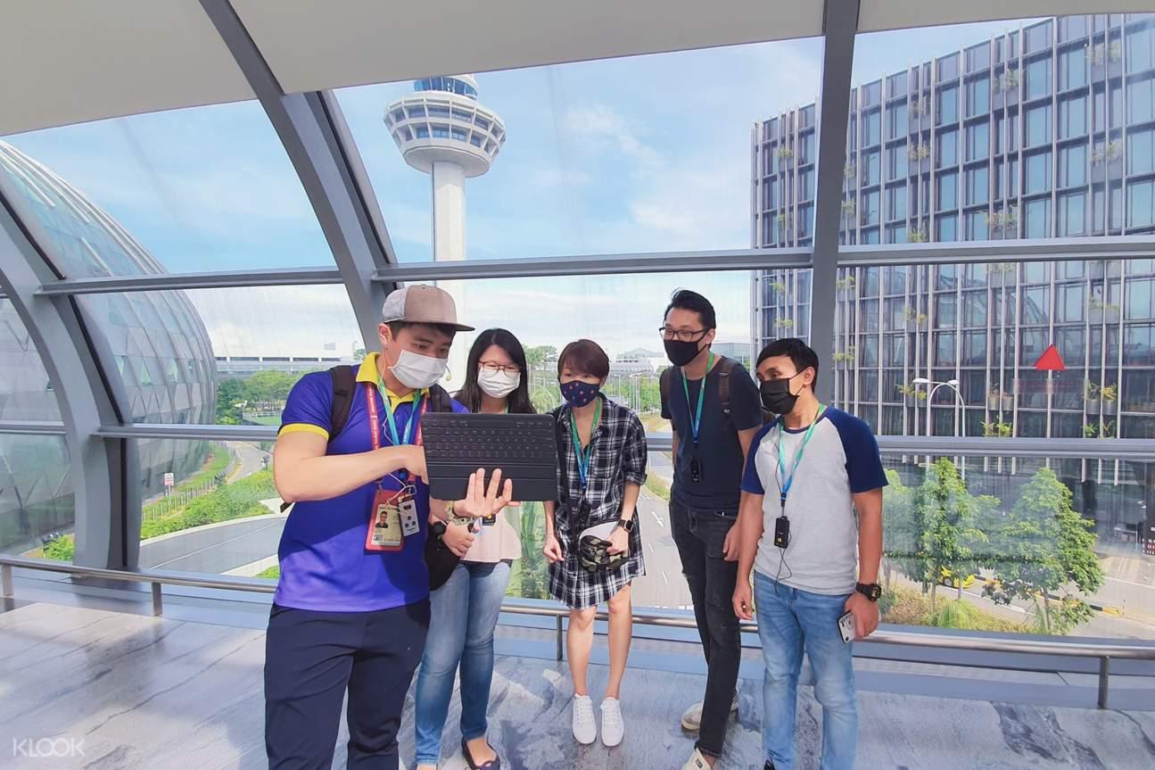 Changi Airport Walking Tour with Free Gifts