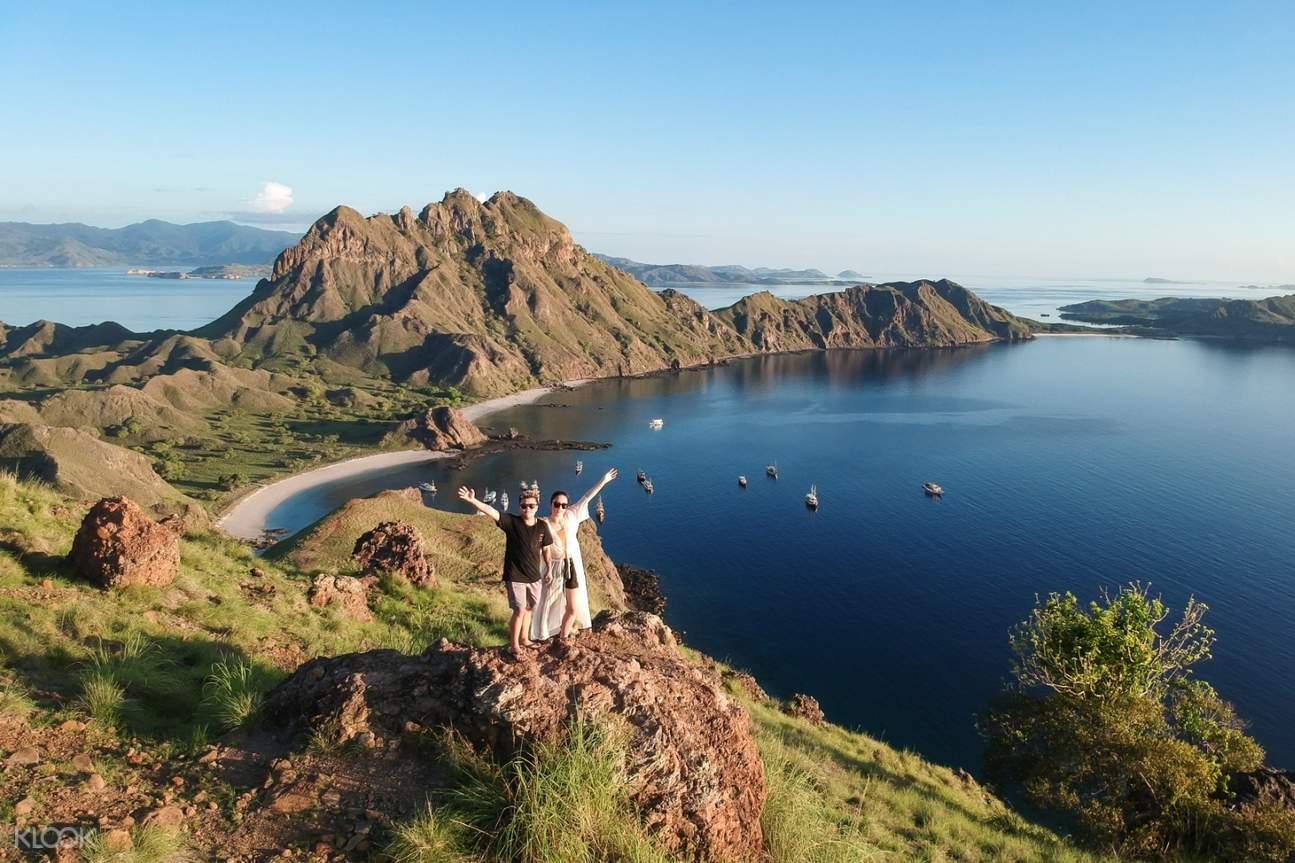 couple at the summit of Padar Island