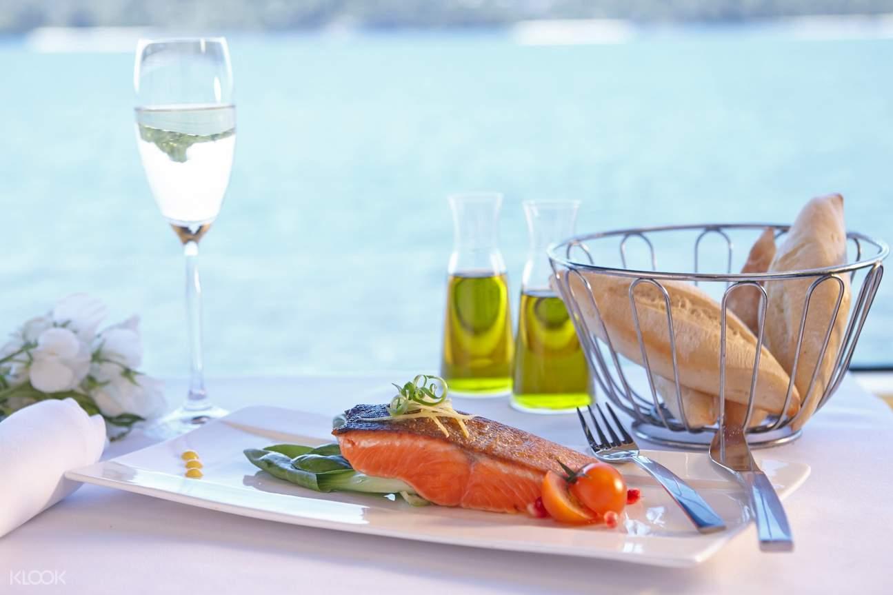 Sydney Harbor Sunset Dinner Cruise