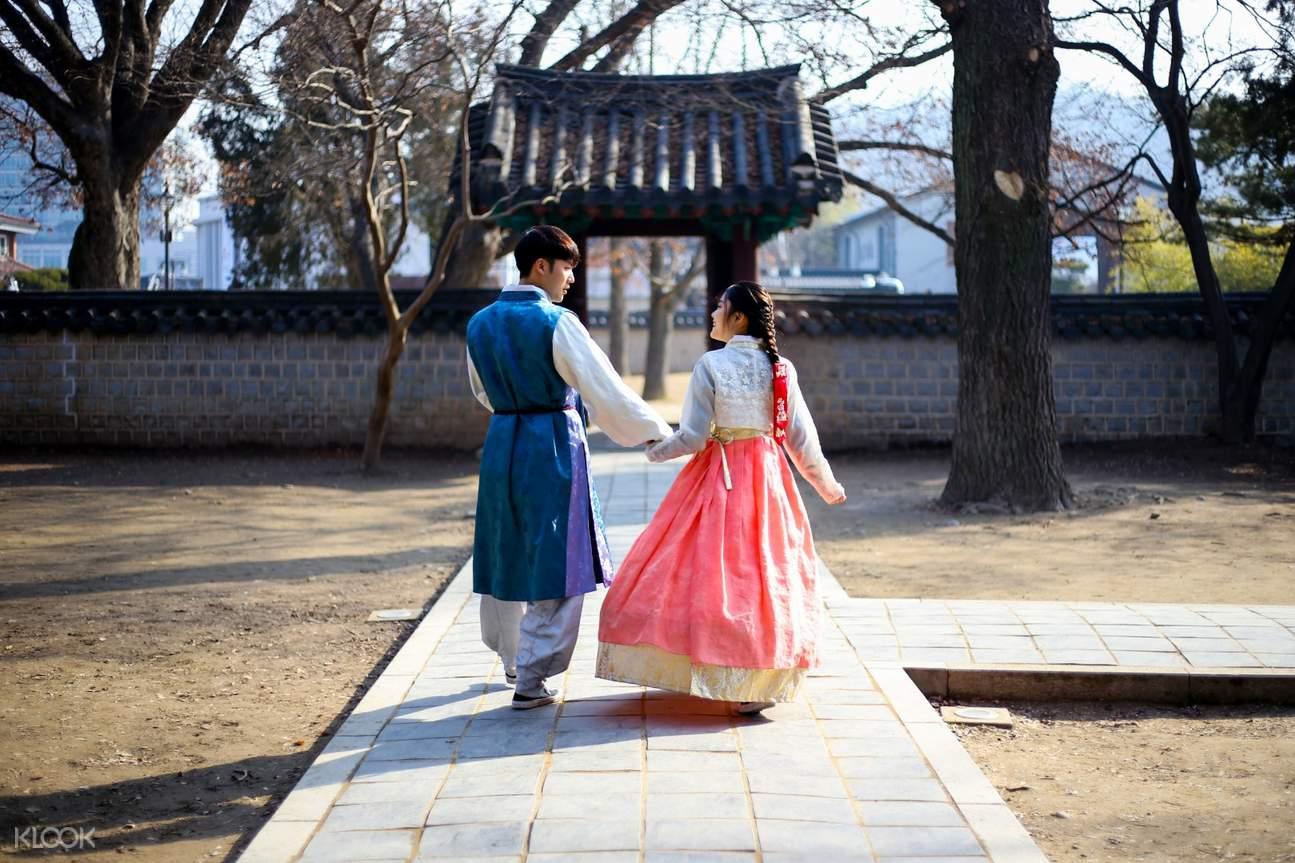couple wearing hanbok