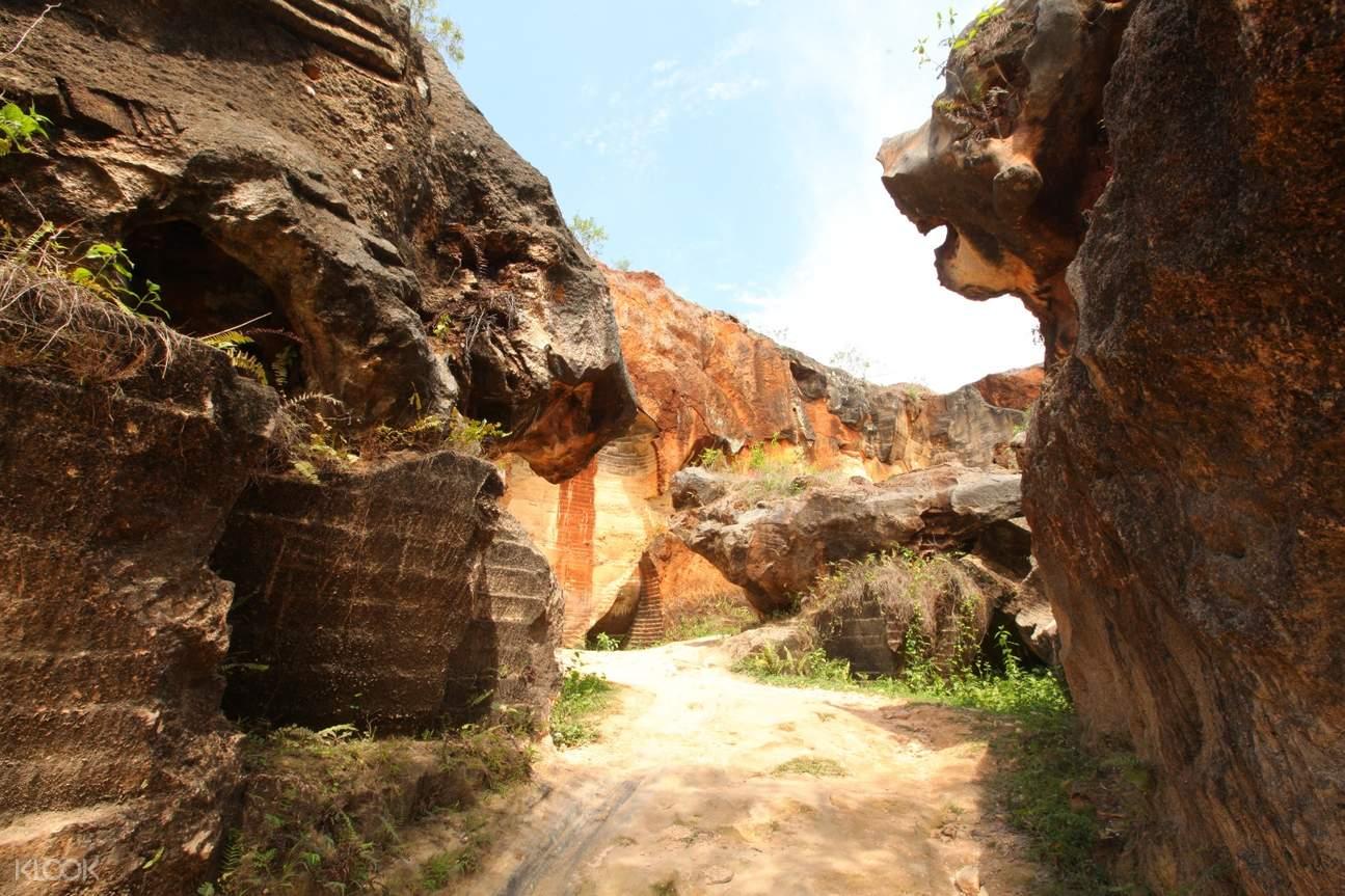 sandstone caves at Arosbaya Pelelangan