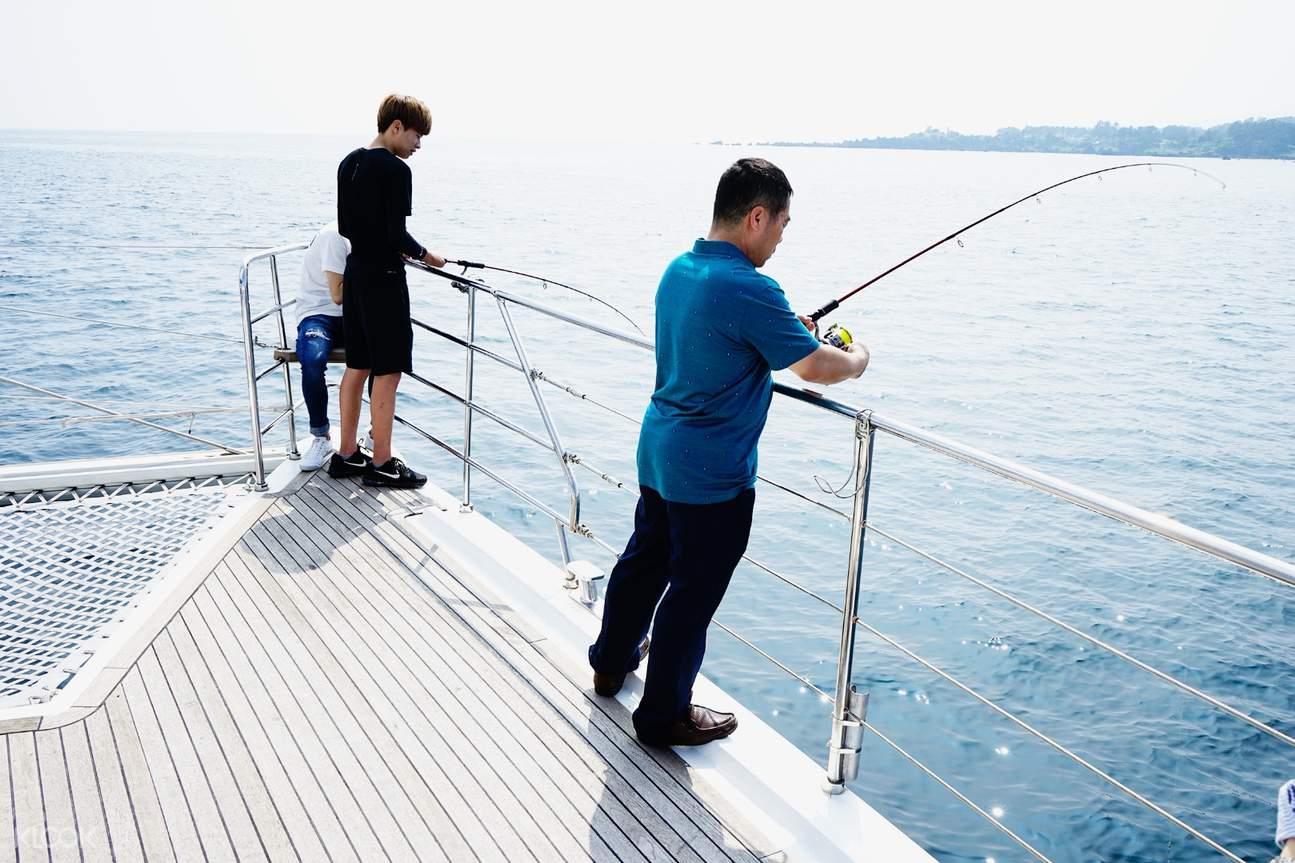 奢華遊艇海上觀光釣魚
