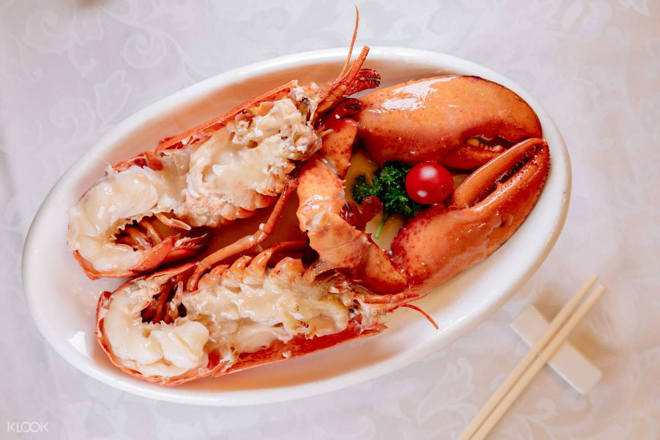 lobster simmered in chicken soup at Tai Woo Seafood Restaurant in Tsim Sha Tsui