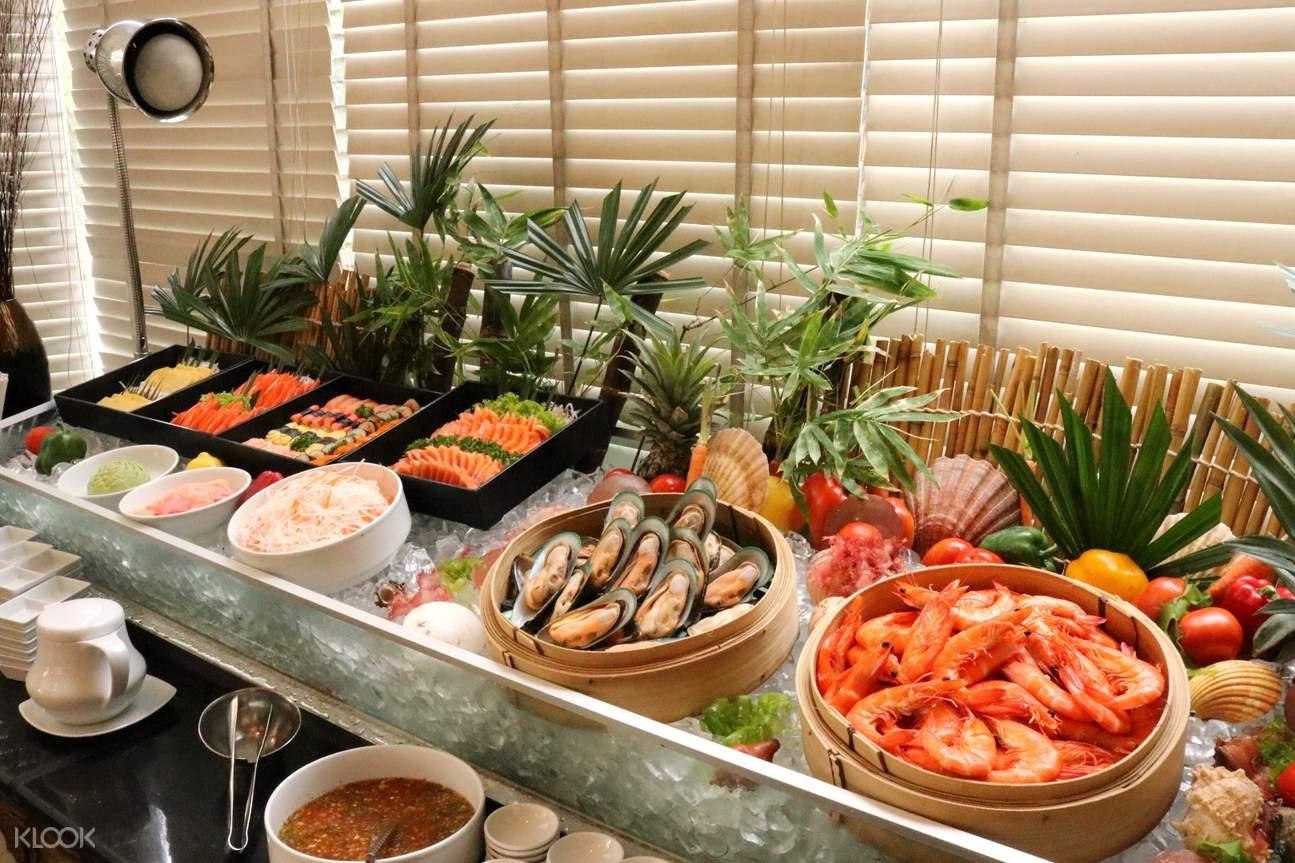 曼谷蘇坤逸大飯店Café de Nimes午間自助餐