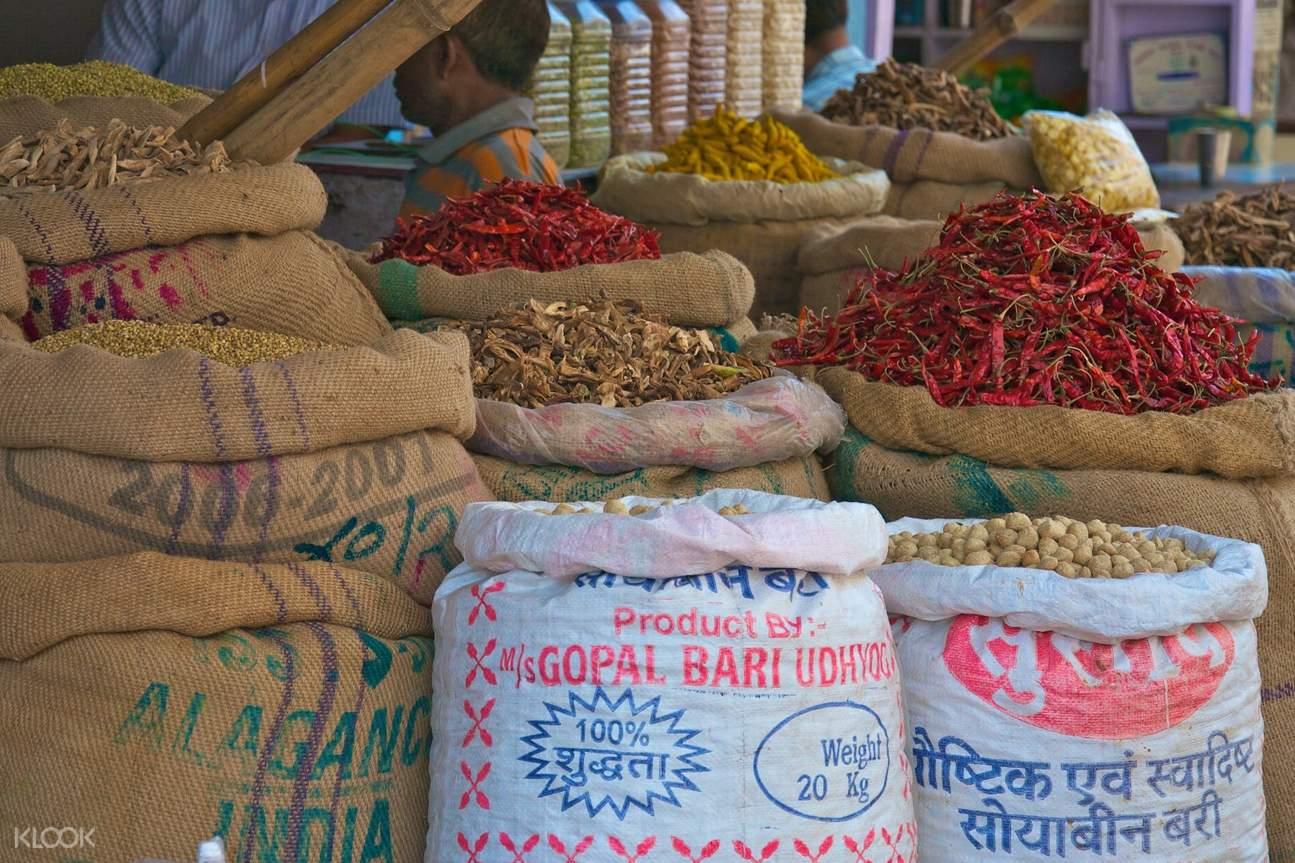 เตรื่องเทศต่าง ๆ ที่ตลาดเครื่องเทศ (spice market)