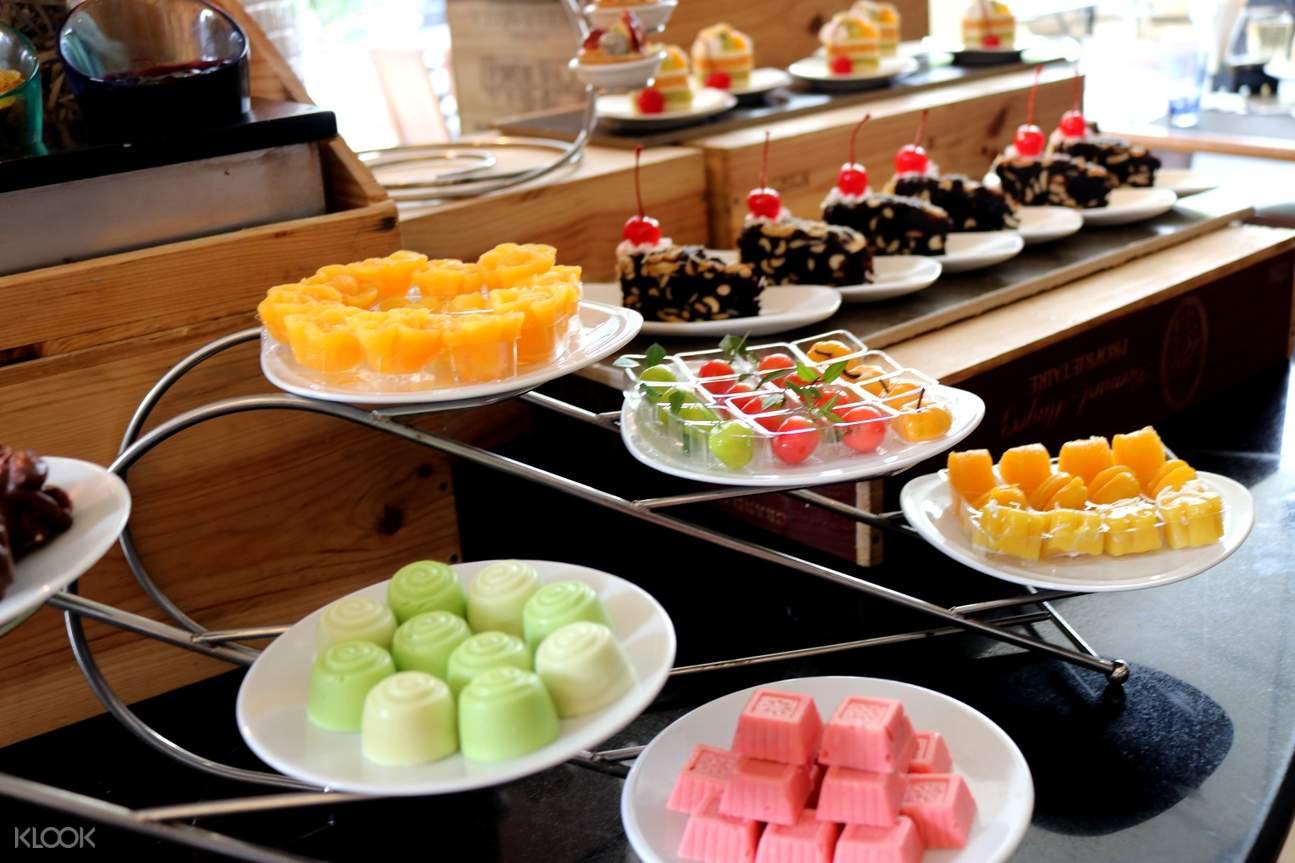 曼谷苏坤逸大饭店Café de Nimes午间自助餐