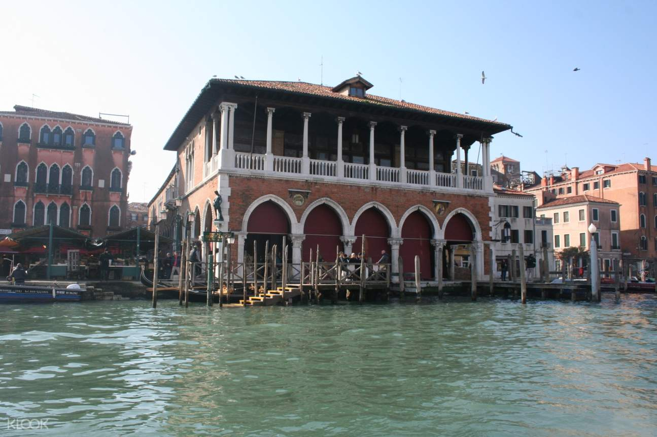 buildings near the canals in venice